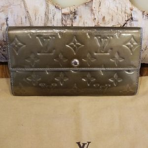 Authentic Louis Vuitton Vernis wallet
